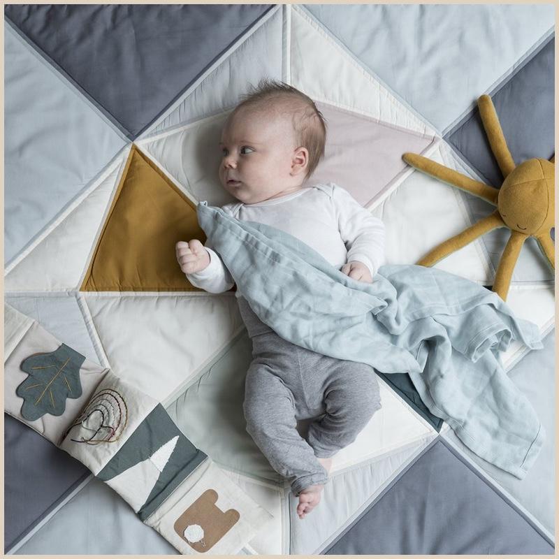 Babyspielzeug 3 Monate: Faltbare Krabbeldecke Ship Coastal von Fabelab